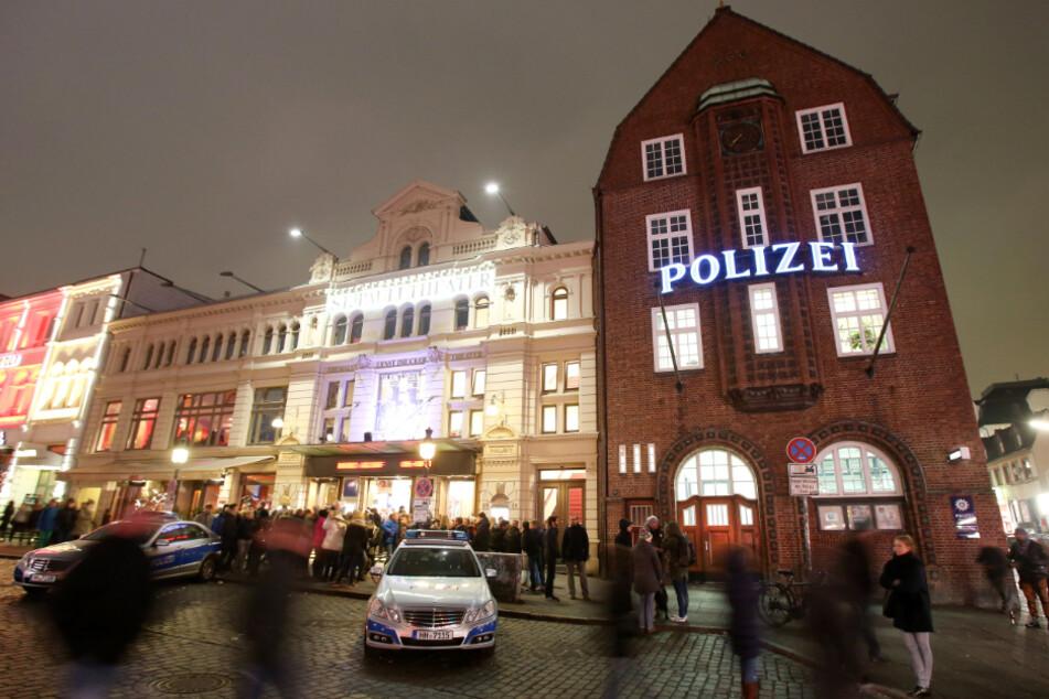 Im Stadtteil St. Pauli ist die Polizei mit der Davidwache präsent. (Archivbild)