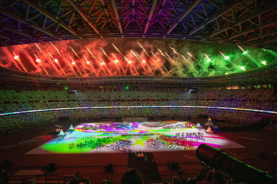 The closing ceremony featured several fireworks shows.