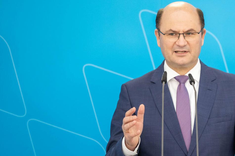 Nach Ansicht von Bayerns Finanzminister Albert Füracker (53) trägt Unions-Kandidat Laschet die Hauptschuld am schlechten Abschneiden der Schwester-Parteien.