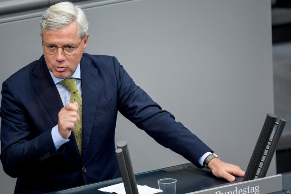 Norbert Röttgen (CDU) spricht bei der 164. Sitzung des Bundestags. Der Bewerber um den CDU-Vorsitz plädiert dafür, Hilfen aus dem geplanten europäischen Wiederaufbaufonds an konkrete Projekte zur Modernisierung der Volkswirtschaften zu knüpfen.