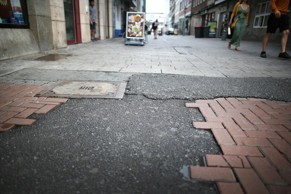 Der Ort in der Düsseldorfer Altstadt, an dem am 15. August ein umstrittener Polizeieinsatz stattgefunden hat. Dabei hatte ein Beamter einen Jugendlichen mit dem Knie am Kopf zu Boden gedrückt.