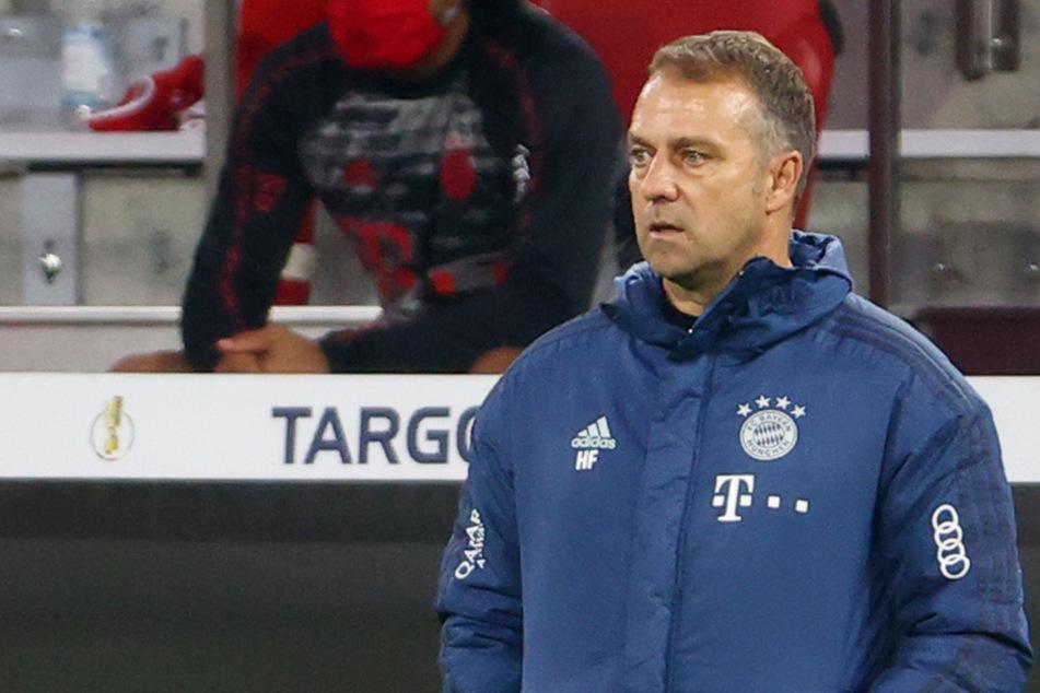 Der Bayern-Coach Hansi Flick scheint seine früheren Weggefährten zu überraschen. (Archiv)