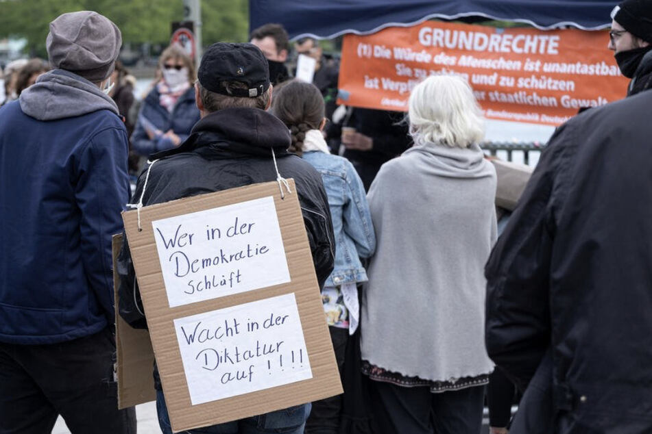 Politologe: Mit Anti-Corona-Demos wieder Aufmerksamkeit bekommen