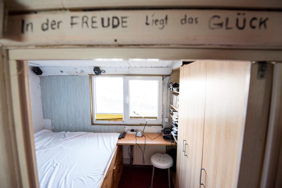 Blick in das Schlafzimmer auf dem Hausboot des Sängers Gunter Gabriel (†75) vor dem großen Umbau.