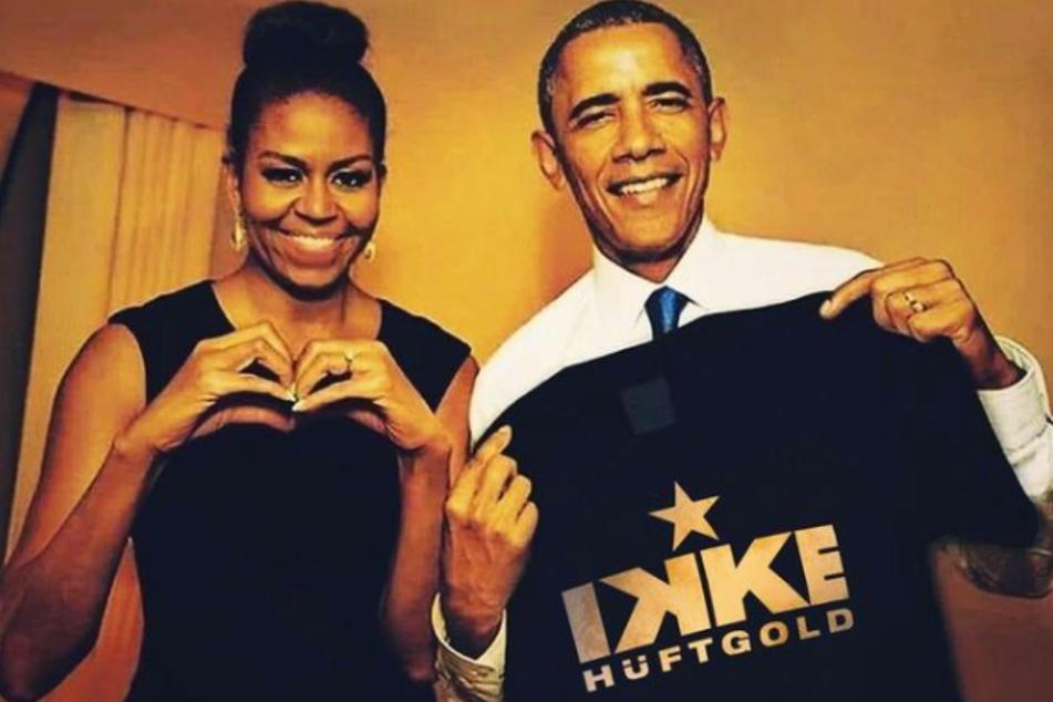 Mit diesem Foto hat Ikke Hüftgold (44) für Aufsehen gesorgt: Michelle (57) und Barak Obama (60) halten ein Fan-Shirt des Schlagersängers in der Hand.