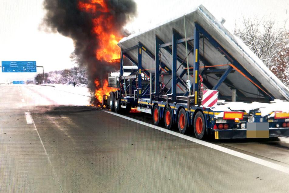 Laster in Flammen! Sperrung auf A4 bei Chemnitz