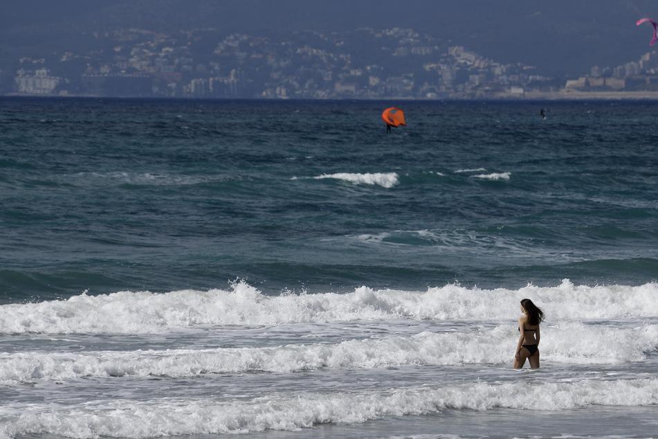 Aufgrund des Wetters gab es in der Nacht starken Wellengang an dem Strand, das wurde den deutschen Urlauberinnen zum tödlichen Verhängnis. (Symbolbild)