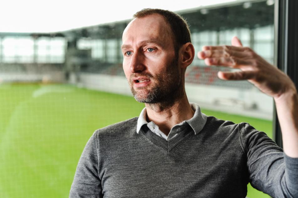 """Jochen Sauer (48), Chef des FC Bayern Campus, sprach vom einem """"Schock"""" für alle."""