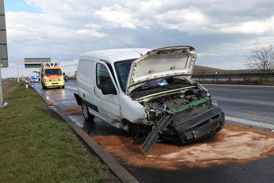 Beide Insassen des Transporters wurden verletzt - am Fahrzeug entstand Sachschaden.