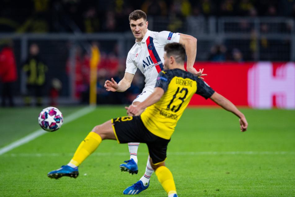 Im Champions-League-Achtelfinale 2020 traf Thomas Meunier (hinten) bereits auf den BVB und seinen künftigen Teamkollegen Raphael Guerreiro.