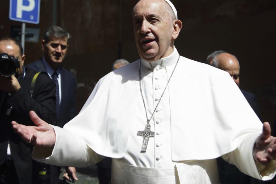 Papst Franziskus (83).