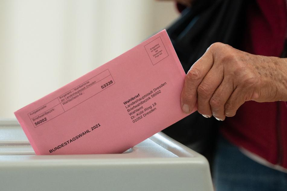 Im Briefwahlbüro kann man seine Wahlunterlagen direkt ausfüllen und einwerfen.