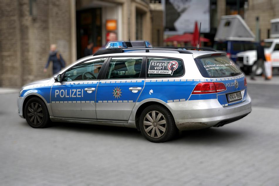 Crash mit Blaulicht-Streife in Köln: Mutter und Sohn (2) verletzt