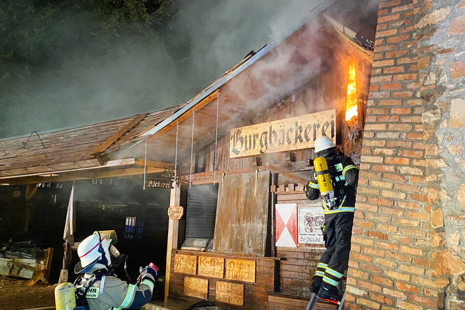 Feuer zerstört Bäckerei an Burg Satzvey