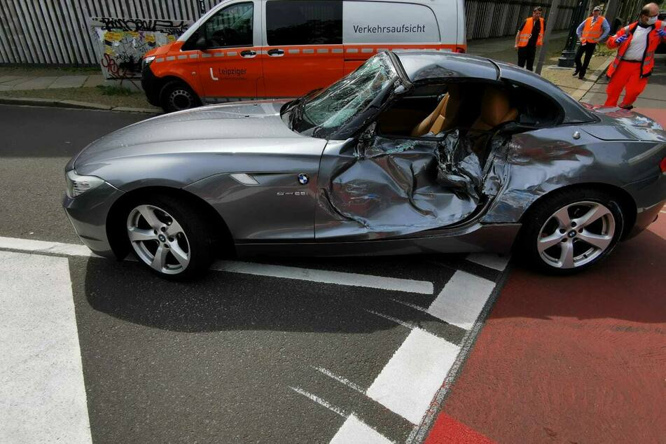 Heftiger Unfall am Leipziger Zoo: Straßenbahn kracht in BMW