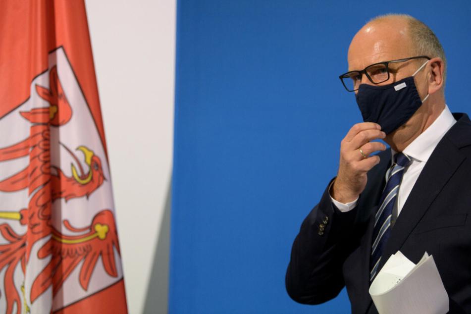 Brandenburgs Ministerpräsident Dietmar Woidke (59, SPD) hat die von Bund und Ländern beschlossene Verlängerung des wegen der Corona-Pandemie verhängten Teil-Lockdowns bis zum 10. Januar verteidigt.