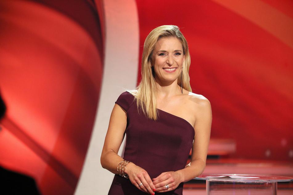 Sängerin Stefanie Hertel (40) ist am Samstagabend gleichzeitig in zwei Shows im Fernsehen zu sehen.