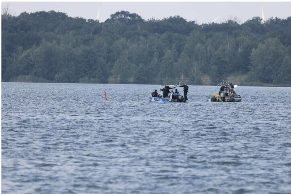 Nach mehreren Tauchgängen hatte die Leiche am Grund des Cospudener Sees am Samstag geborgen werden können.