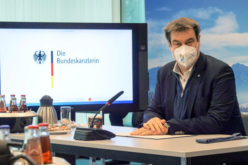 Markus Söder (54, CSU), Ministerpräsident von Bayern, nimmt in der bayerischen Staatskanzlei an einer Videokonferenz mit Bundeskanzlerin Angela Merkel (CDU) teil.