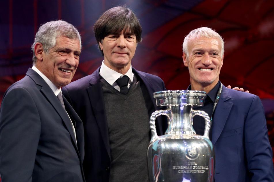 Didier Deschamps (r.) zusammen mit dem portugiesischen Nationaltrainer Fernando Santos (rechts) und Joachim Löw, Nationaltrainer von Deutschland.