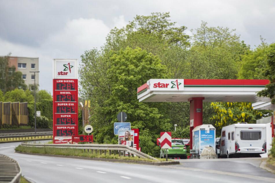 Dresden: Maskiert und bewaffnet! 15-Jährige überfielen diese Gorbitzer Tankstelle
