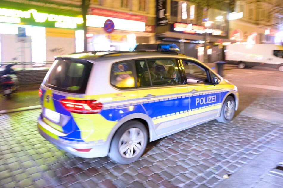 Gleich mehrfach fuhr der Mann an den Polizisten vorbei (Symbolfoto).