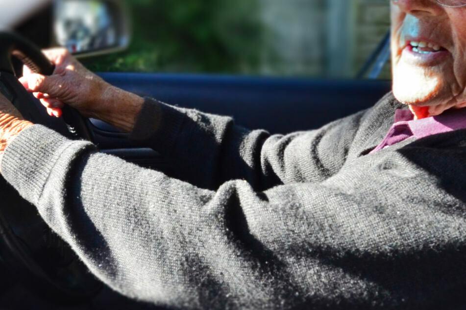 Ein Senior in Apolda verwechselte Gas- und Bremspedal. (Symbolbild)