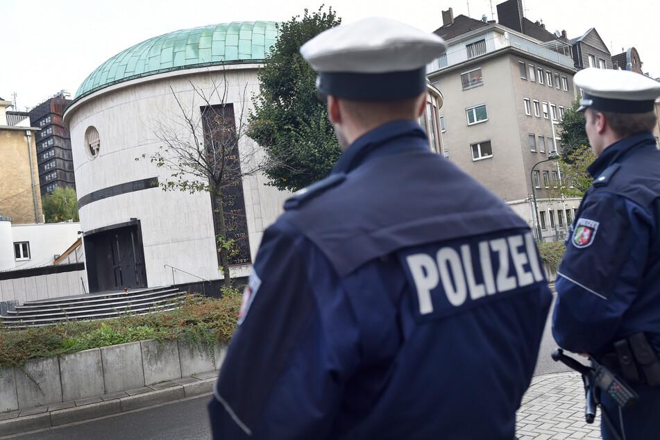Unbekannter legt Feuer auf Denkmal für Düsseldorfer Synagoge: Staatsschutz ermittelt!