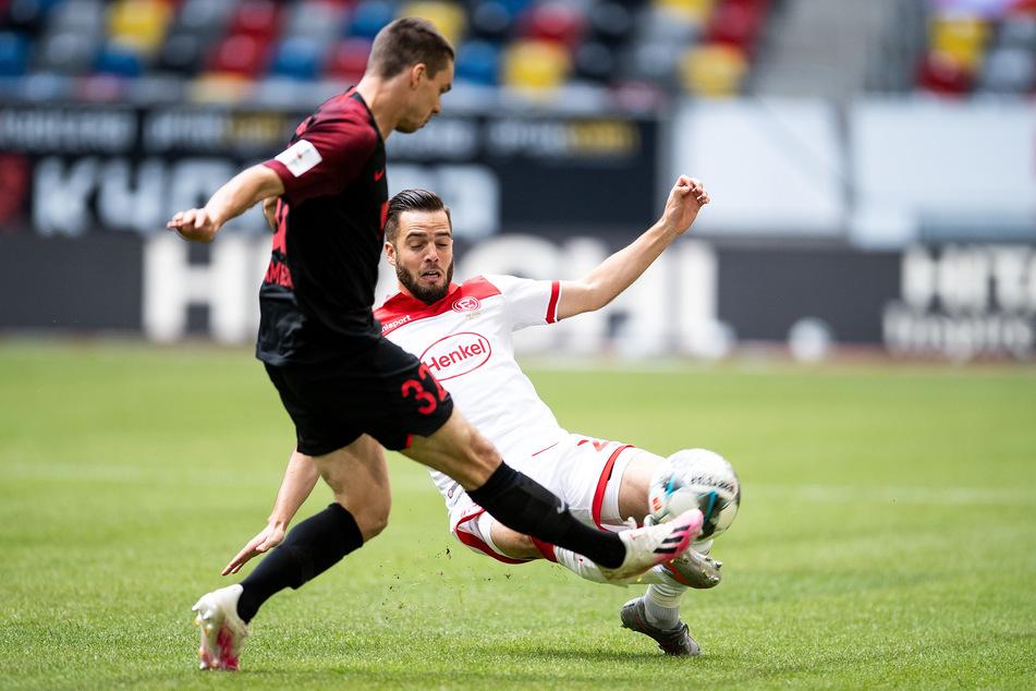 Der FC Augsburg führt bei Fortuna Düsseldorf mit 1:0.