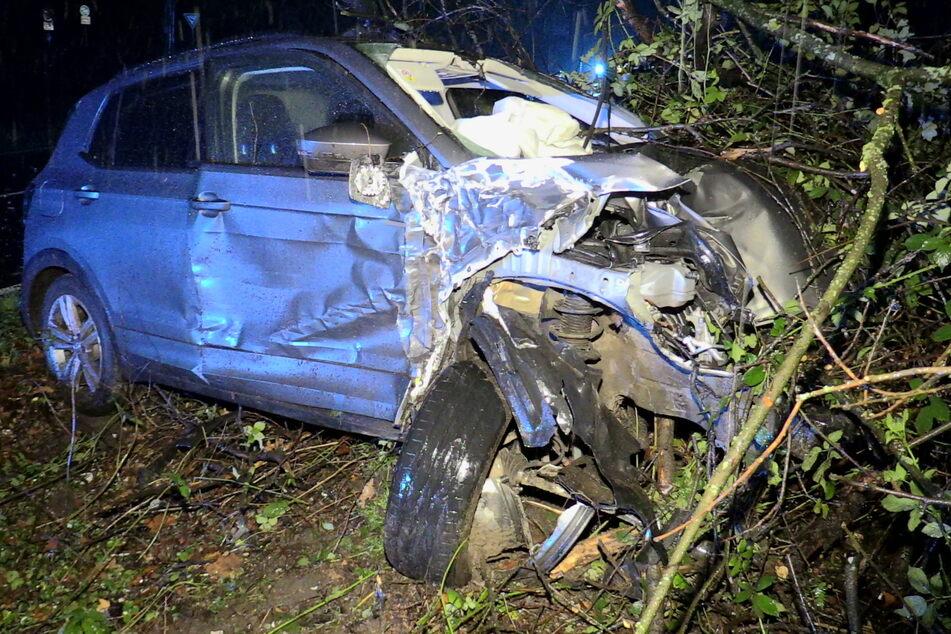 Bei dem Unfall wurde auch der Wagen des mutmaßlichen Einbrechers zum Totalschaden.