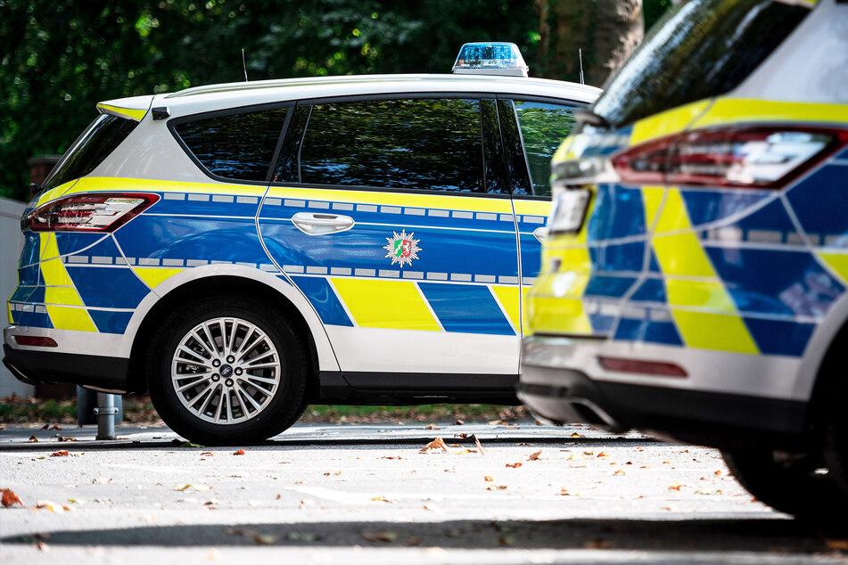 Bewaffneter Räuber überfällt Kiosk und flüchtet: Polizei auf der Suche nach Täter!