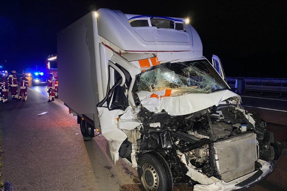 Unfall A81: Schwerer Unfall auf der A81: Kleintransporter kracht in Lastwagen