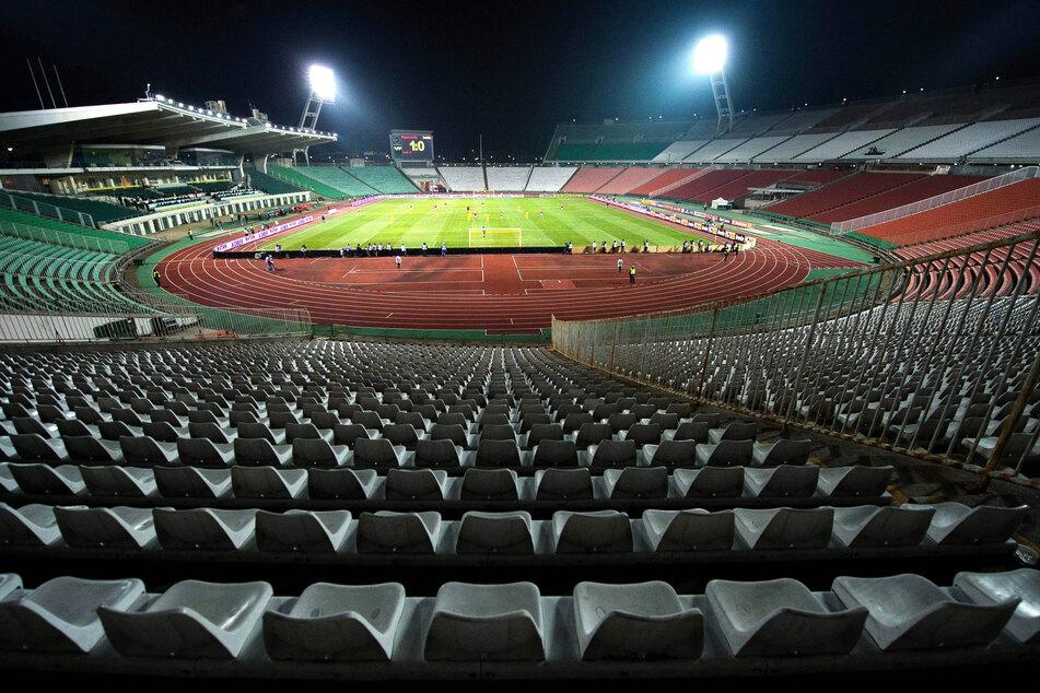 Ungarn, Budapest: Blick in die nahezu leere Puskas Arena während des Fußballgruppen- Qualifikationsspiels der FIFA Fussball-Weltmeisterschaft D 2014 zwischen Ungarn und Rumänien.