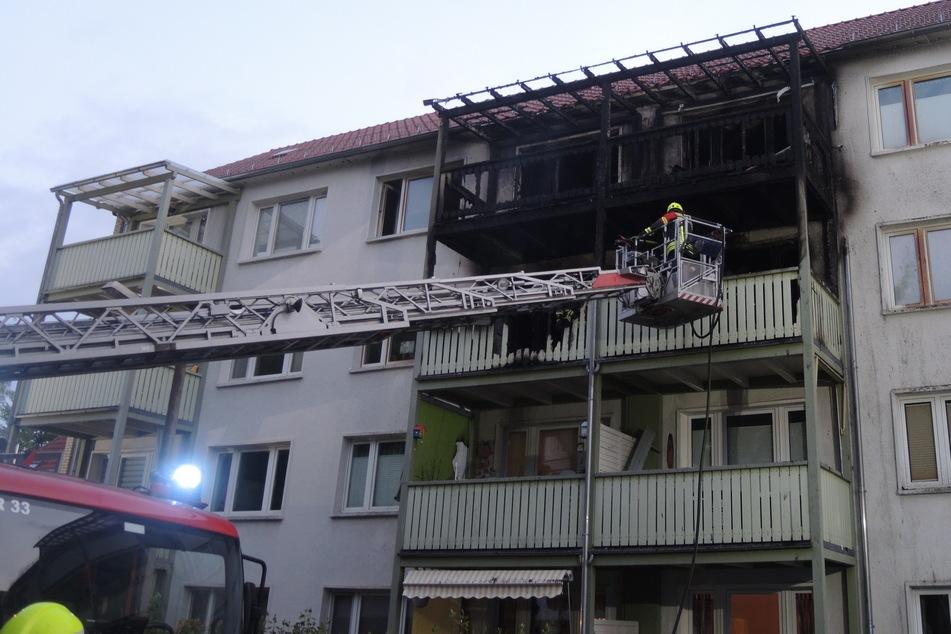 Schnell breitete sich der Brand auch auf die anderen Balkone aus.