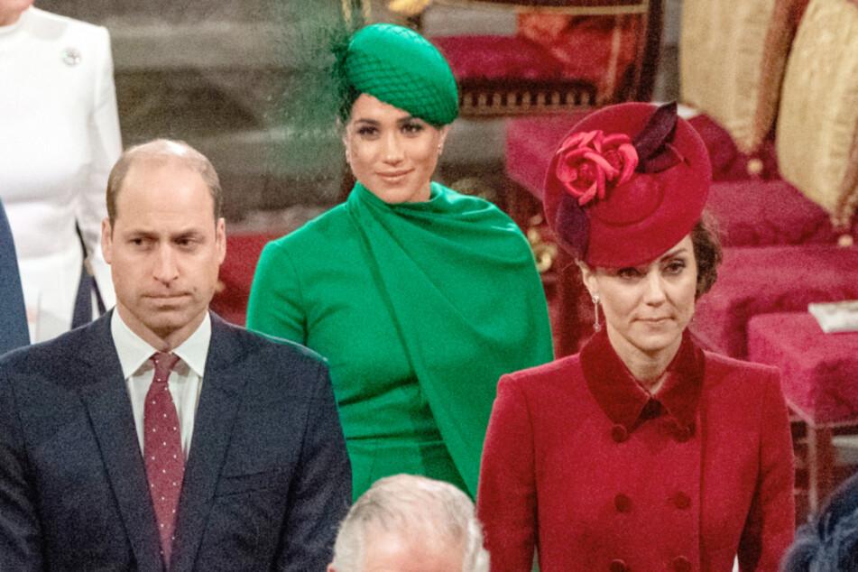 Meghan (hinten rechts) und Kate sollen mehrere Male heftig aneinander geraten sein.