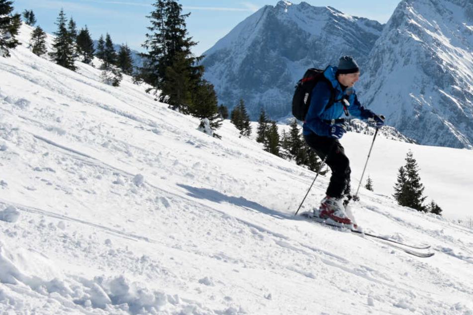 Auf einigen Pisten können Skifahrer noch immer ihrem Hobby nachgehen. (Symbolbild)
