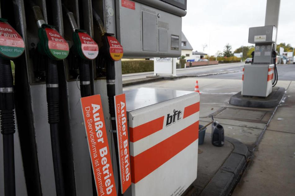 Die Tankstellen in Nordrhein-Westfalen und Rheinland-Pfalz haben zurzeit ein großes Nachschub-Problem.