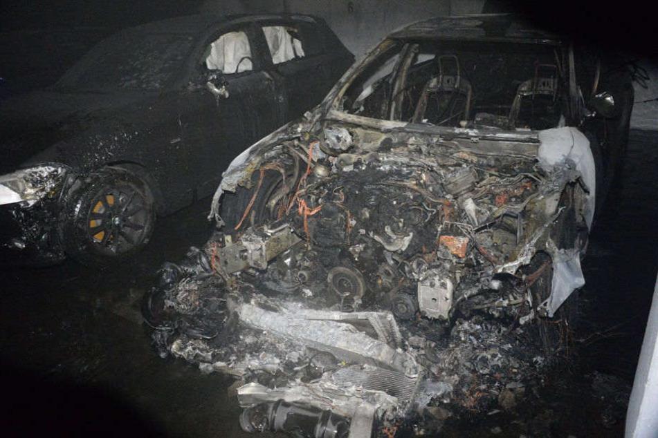 Mehrere Autos wurden laut Polizei stark beschädigt.