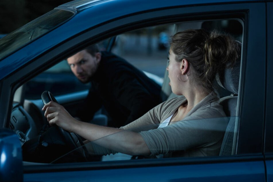 Für Unbekannte sollte die eigene Autotür lieber von Innen verschlossen sein.