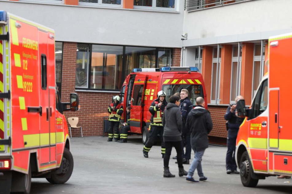 Die Feuerwehr rückte mit zahlreichen Kräften aus.