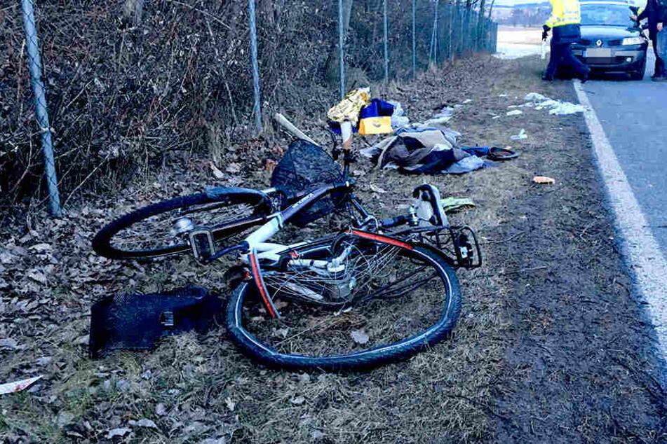 Der Radfahrer musste nach ersten Zeugenaussagen reanimiert werden.
