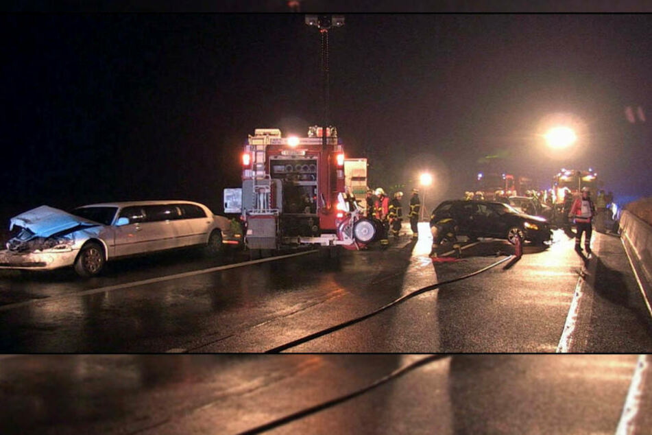 Vater, Mutter und Kind im gerammten Fahrzeug erlitten schwere Verletzungen.
