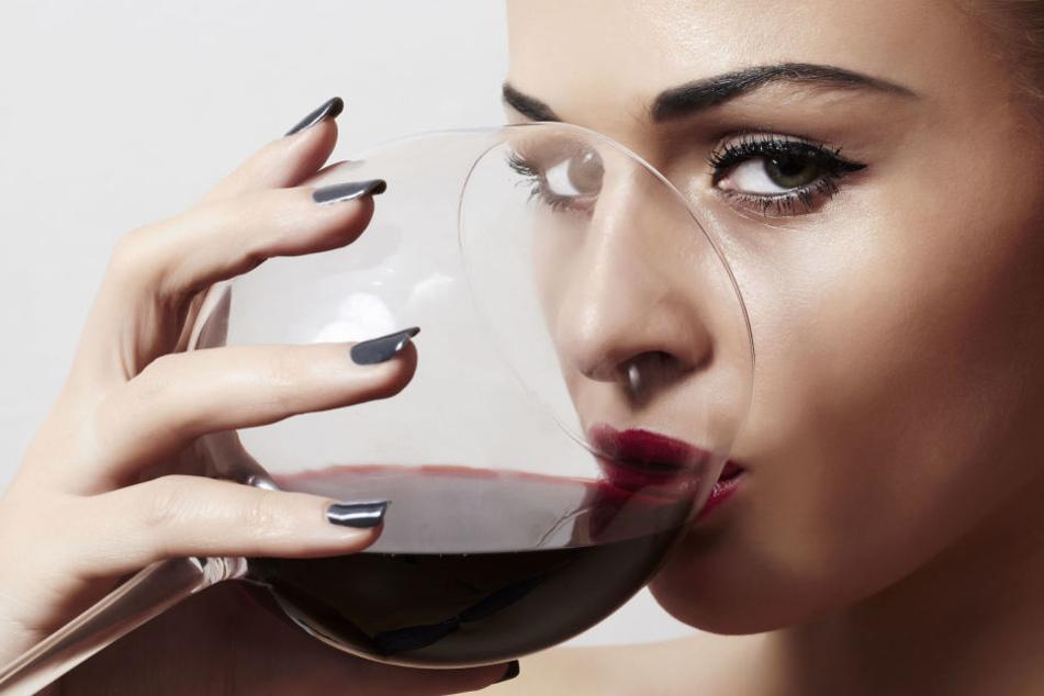 Fünf Gläser Rotwein im Monat könnten die Furchtbarkeit bei Frauen erhöhen.