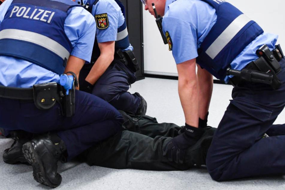 Polizisten haben in Lübeck einen mutmaßlichen Sexualstraftäter festgenommen (Symbolfoto).