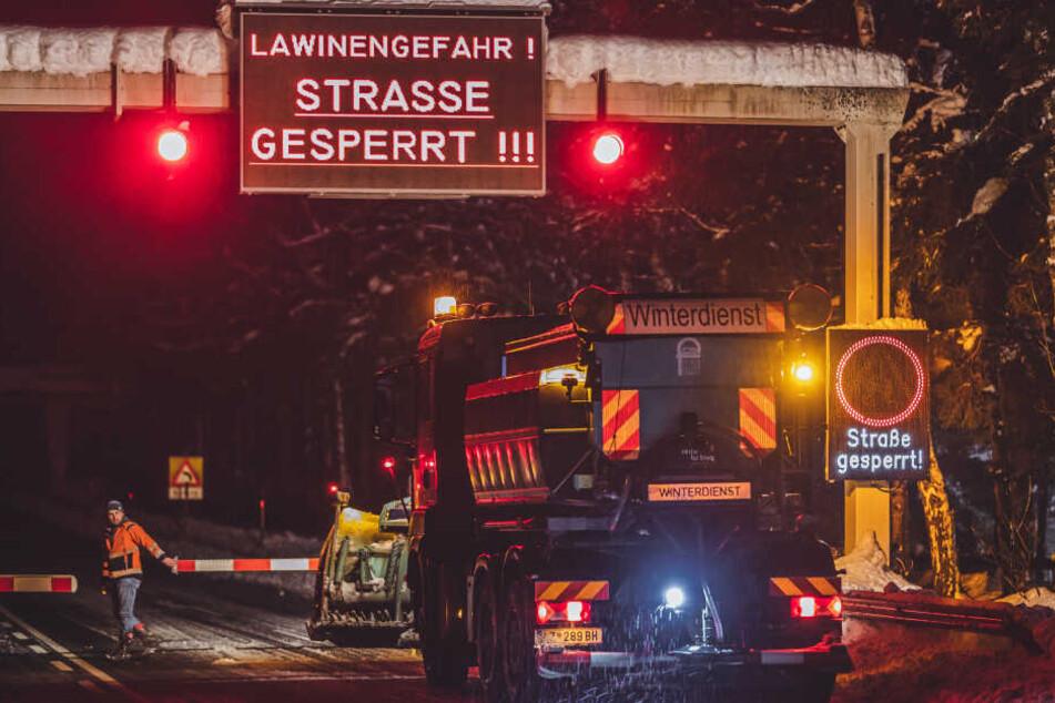 Mehr als 180 Straßen wurden inzwischen gesperrt.
