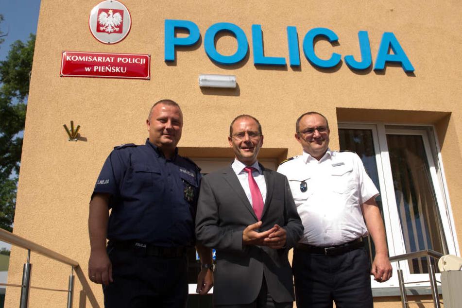 Grenzgänger: Der damalige Görlitzer Polizeipräsident Conny Stiehl (r.) mit seinem polnischen Amtskollegen Leszek Zagorski (l.) und Innenminister Markus Ulbig.