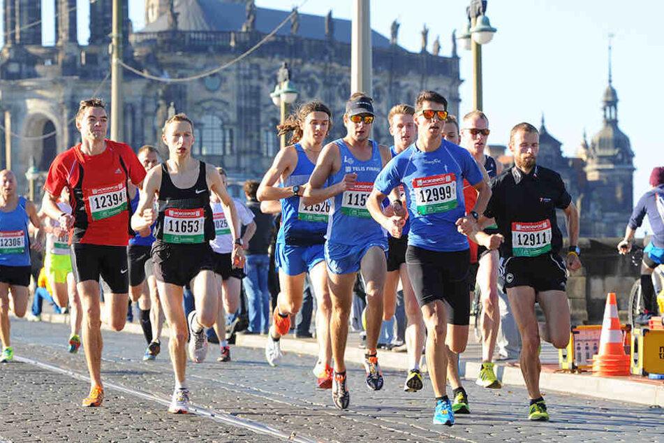 Durch die Sanierung wird dieses Jahr nicht die Masse der Läufer über die Augustusbrücke rennen. Der Start musste deshalb auf die Pieschener Allee verlegt werden, damit die Streckenlänge passt.