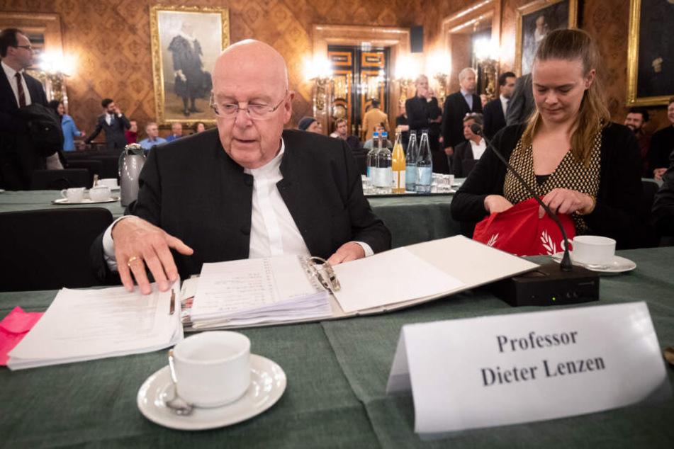 Dieter Lenzen, Präsident der Universität Hamburg, berichtete von seinem Standpunkt.