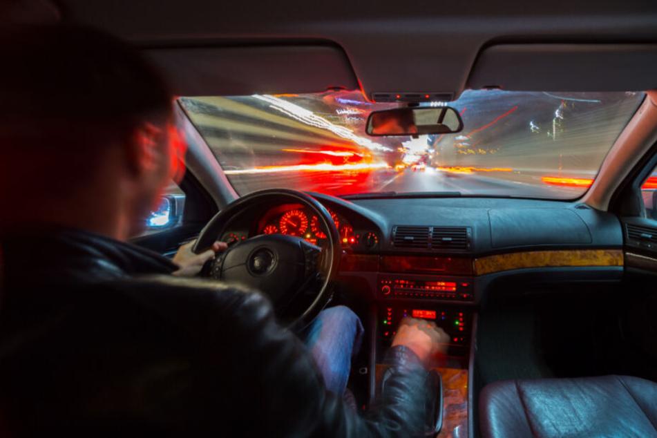 Im Eil-Tempo geblitzt: Autofahrer rast 132 Km/h zu schnell an Polizei vorbei