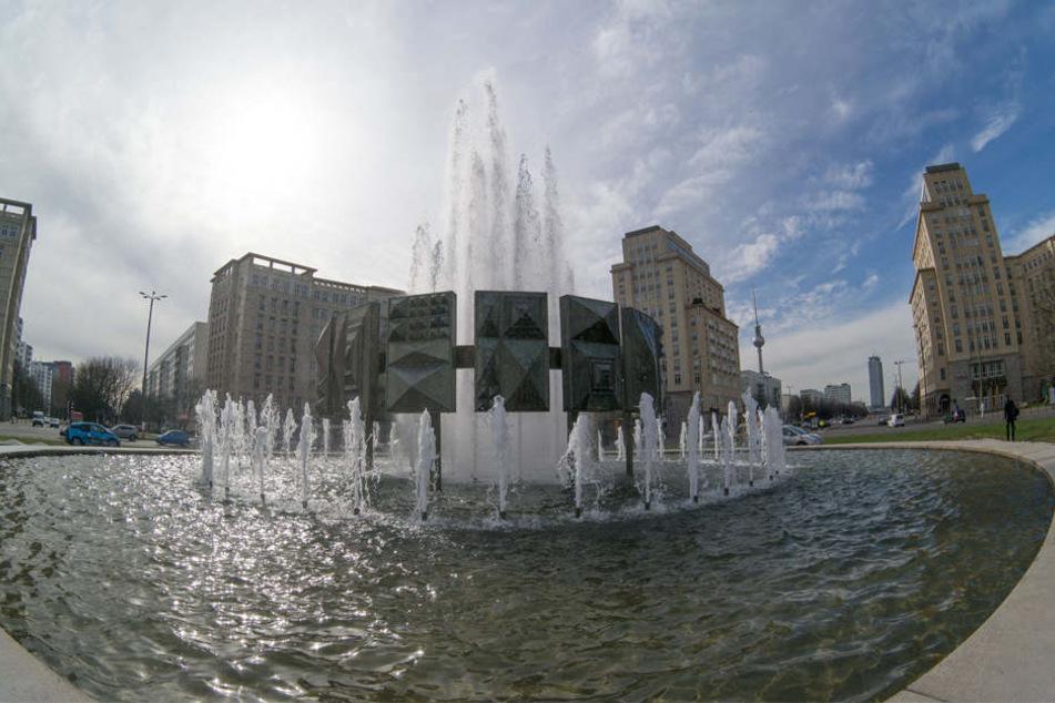 Der 51 Jahre alte Springbrunnen sprudelt als erster.